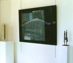 Sculpture de gauche: Nathalie Bourge ; sculpture de droite et peinture : J-J Lanoë