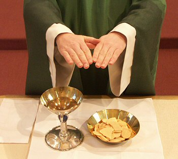 http://s1.e-monsite.com/2009/01/06/02/72970815eucharistie-consacree-jpg.jpg