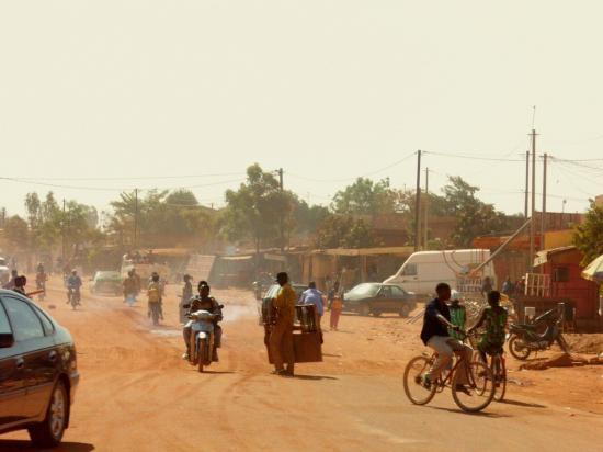 http://s1.e-monsite.com/2009/03/04/resize_550_550/58218090ouagadougou-3-les-rues-jpg.jpg