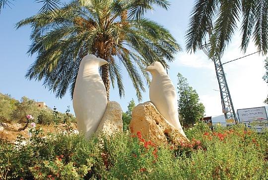 Pekiin Israel  city images : atelier de Kharoubi Fadoul, sculpteur et musicein, qui a sculpté ...