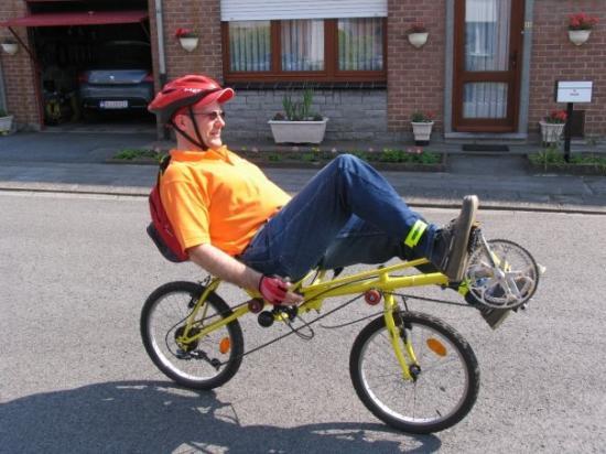 Un vélo couché à l'essai près de Tournai