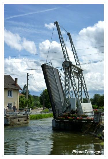 Le pont levis de Courcelles les Montbéliard.jpeg