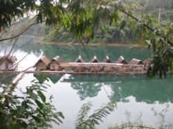 raft house on Chew Larn lake - Khao Sok - Thailand.