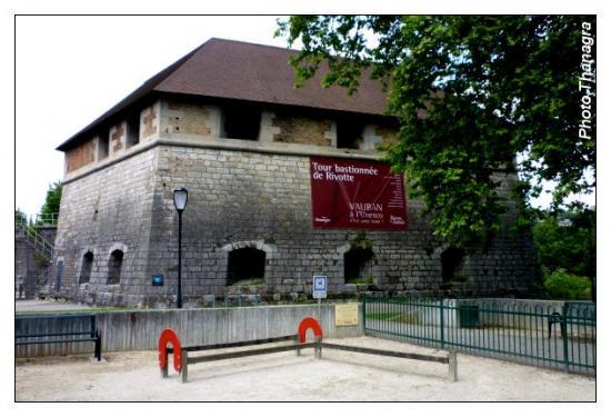 La tour bastionnée de Rivotte