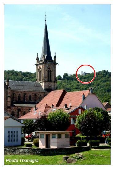 La chapelle au loin