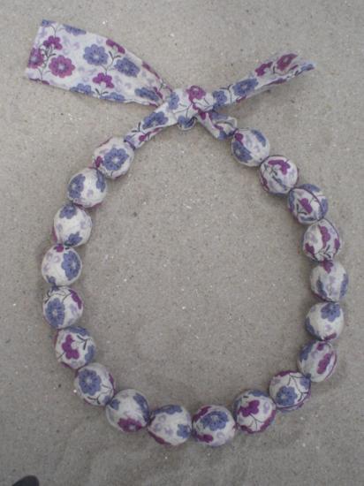 Collier court Cordelia violet