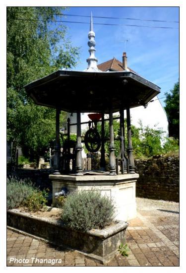 Vieux puits à Ranchot