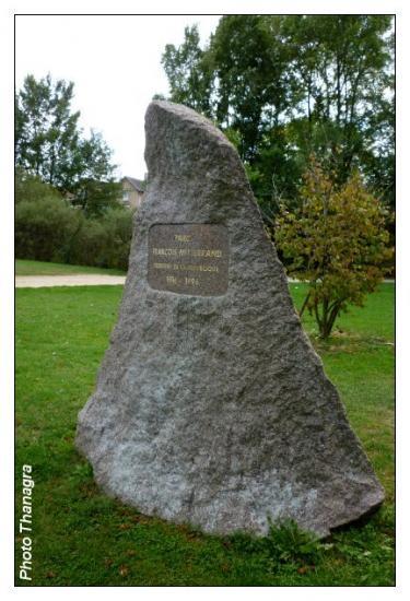 Stèle du square François Mitterrand