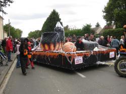 Foire aux pommes à Neuilly saint Front : des chars !