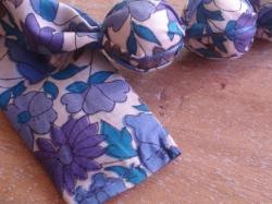 Détail Poppy and Daisy bleu et violet