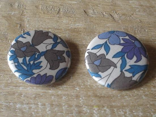 Badges 32 Poppy and Daisy bleu et violet