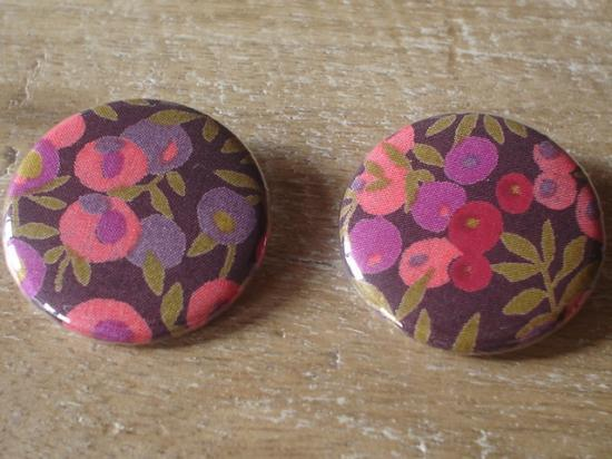 Badges 32 Wiltshire prune