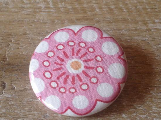 Badge 32 Lauren rose et orange