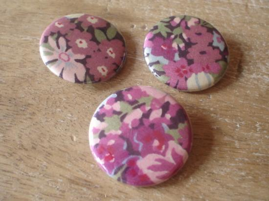 Badges 32 Thorpe violet