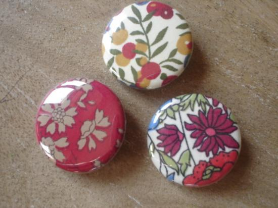Badges 32 Lot rouge