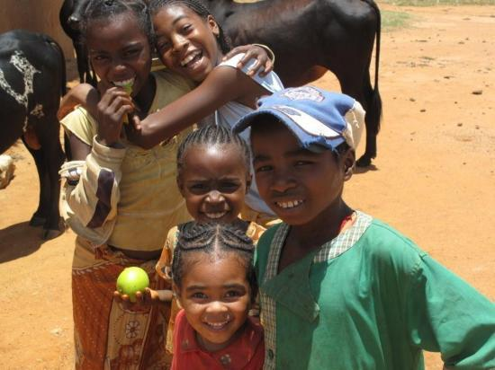 Les enfants qui vous donne de sourire
