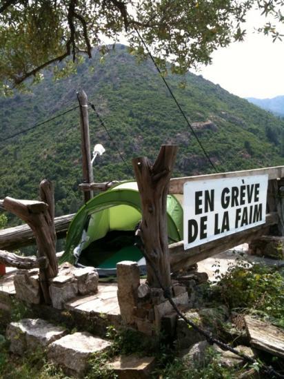Grève de la faim à Puscaghja (Corse)