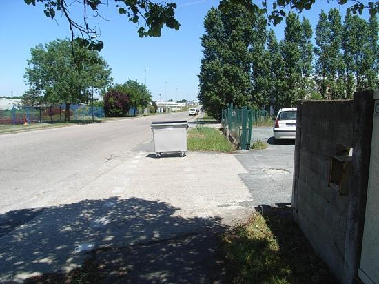 poubelle sur la piste cyclable