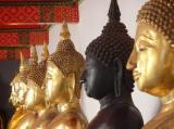 Boudha noir et boudha blanc au Wat Pho de Bangkok