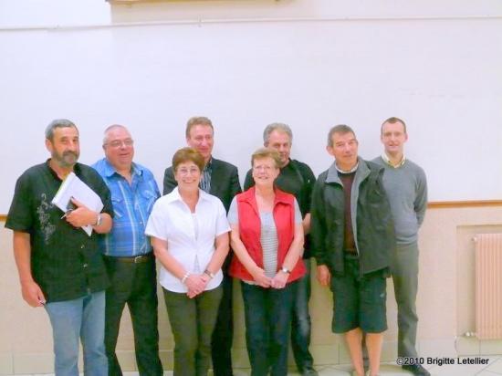Devant : A gauche Micheline Marchand, Gisèle Gary. Derrière de Gauche à droite : Jean-Claude Bohain, Michel Gueucier, Eric Mangin, Georges verdolaeghe, Bruno Lahouati, Nicolas Diédic.