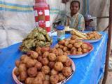 Vendeuse de beignets dans la rue