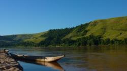 Paisible vie au fil de l'eau sur la Tsiribina