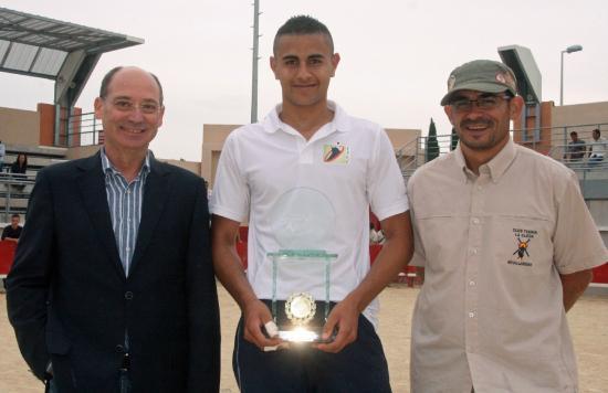 Mehdi en compagnie du Maire et de Claude Dumas