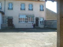 Cour de l'école de Han sur Meuse