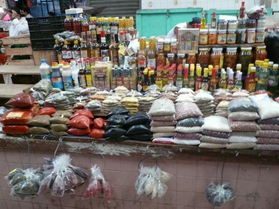 Epices, graines, fruits au sirop...au mercado grande de Mérida.