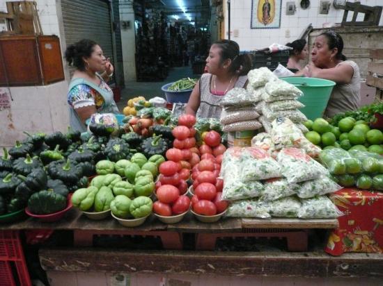 Calabazas, chayotes, tomates et citrons verts...
