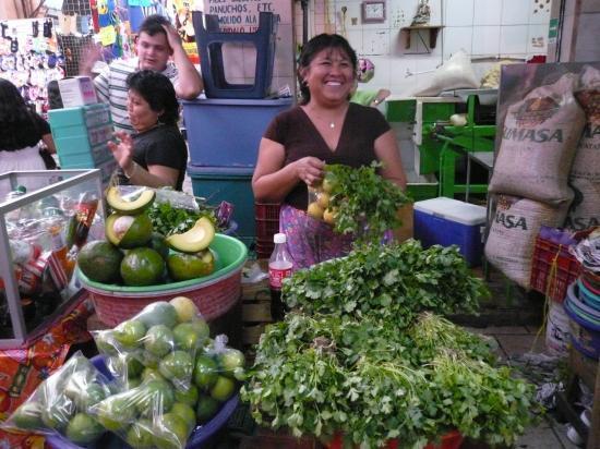 Avocats, citrons verts et coriandre.