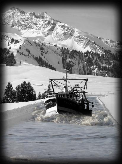 bateau de peche perdu en montagne