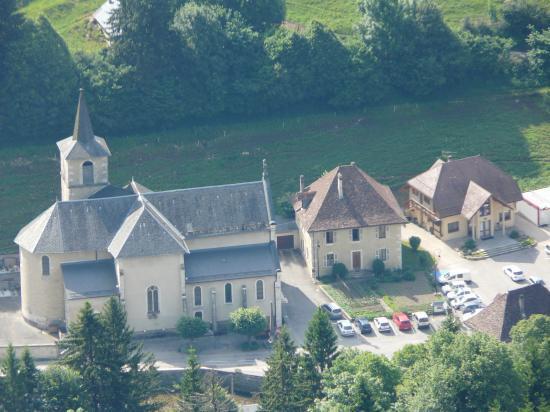 Le stationnement à St Pierre d' entremont depuis la roche Veyrand (chartreuse)