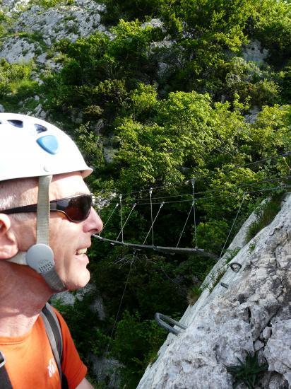Arrivée à la première passerelle de la via de roche Veyrand (chartreuse)
