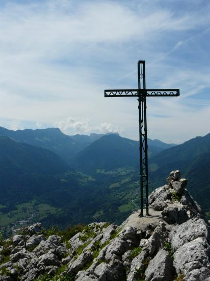 la croix du sommet de roche Veyrand