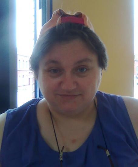 la casquette de Marisa sur ma tête.