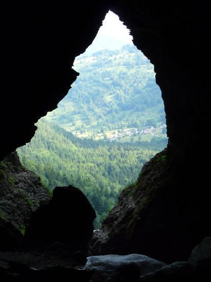 Contre jour à l' entée de la grotte de st Même.