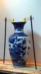 vase pieces against each other clamping / serrer ensemble les pièces d'un vase