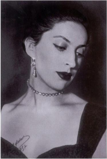 biographie madame de fontenay photos citations miss. Black Bedroom Furniture Sets. Home Design Ideas