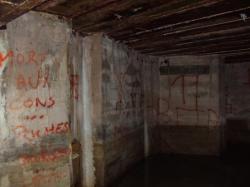 chambre 75:fermée-cimentéeAout 2011!