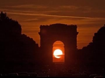 Coucher de soleil dans l'Arc de Triomphe