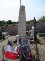 Depot de Gerbe au monument aux morts de  Pargny la Dhuys