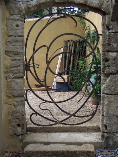 Grilles portes d 39 entr e veran for Porte fer forge jardin
